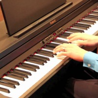 Model piano điện Roland được trợ giá năm 2016